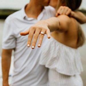 Как да предложим брак с пръстен от мойсант?